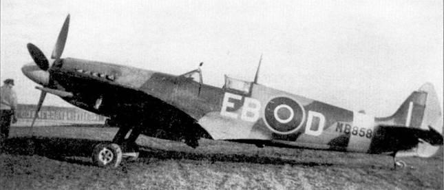 «Спитфайр» Mk XII с бортовым кодом «MBS58» из 41-й эскадрильи, Вестхэмпнетт, конец /943г. Самолет изготовлен на заводе фирмы Виккерс-Армстронг, совершил первый полет в июле 1943г., а через два месяца поступил на вооружение 41-й эскадрильи.