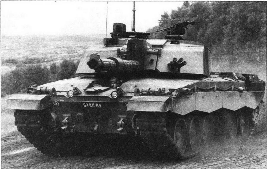 Challenger 2 во время маневров Королевского гвардейского шотландского драгунского полка. Германия, июнь 1998 года