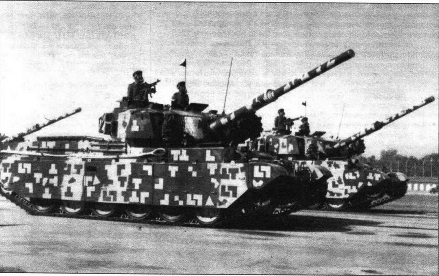 Основные боевые танки Vijayanta на параде в Дели