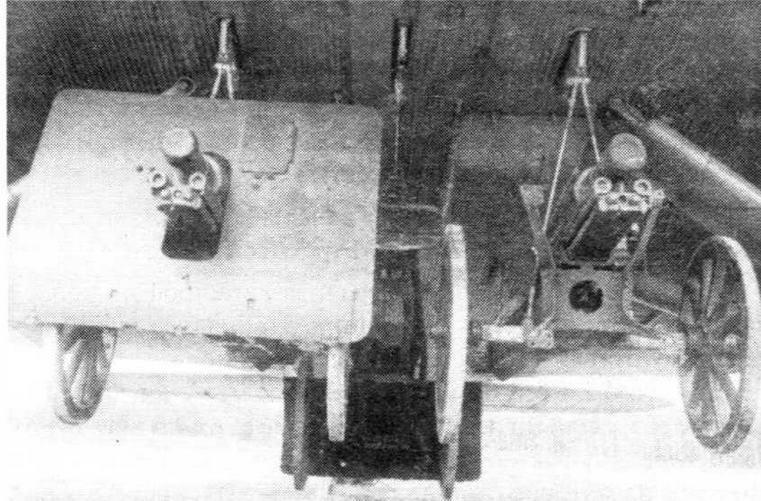 Три 76-мм пушки обр. 1927 г. под фюзеляжем ТБ-3; у одного орудия снят щит для уменьшения габаритов
