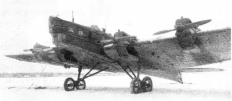 Тяжелый бомбардировщик ТБ-3 с моторами М -17; данный самолет дополнительно укомплектован радиопеленгатором