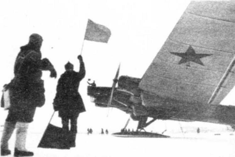 ТБ-3 с моторами М-34Р выруливает на взлет; с наступлением зимы машины ставили на огромные лыжи