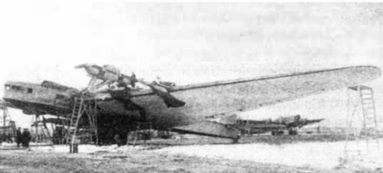 Окончательная сборка «Максима Горького» на Центральном аэродроме, май 1934 г.