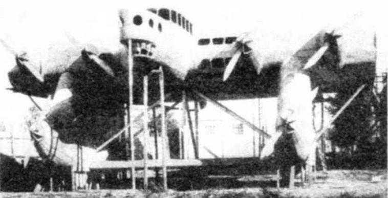 Полноразмерный макет К-7 не имел консолей крыла и хвостовых балок. Хорошо видны макеты мотоустановок в передней части тележек шасси.