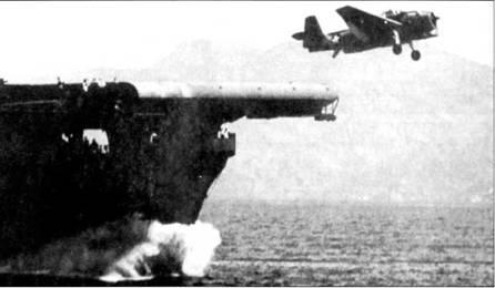 Торпедоносец TBF «Эвенджер» только что покинул полетную палубу авианосца типа «Эссекс», ходовые испытания корабля, середина 1943г.