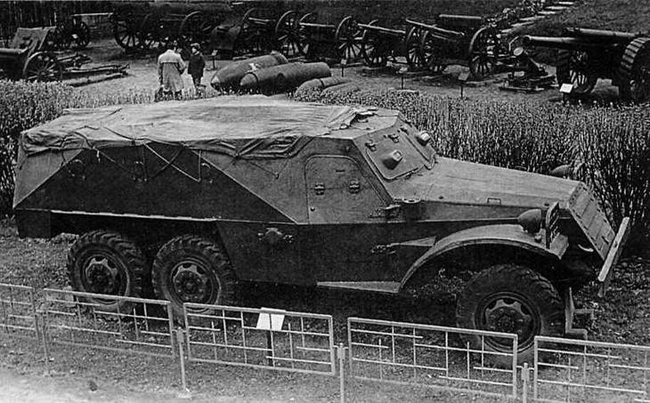 БТР-152 в экспозиции музея Войска Польского в Варшаве