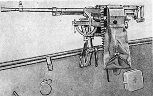 Установка пулемета СГ-43 на бортовом вертлюжном кронштейне (вид со стороны гильзоулавливателя)