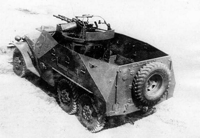 БТР-152А во время испытаний на полигоне в Кубинке