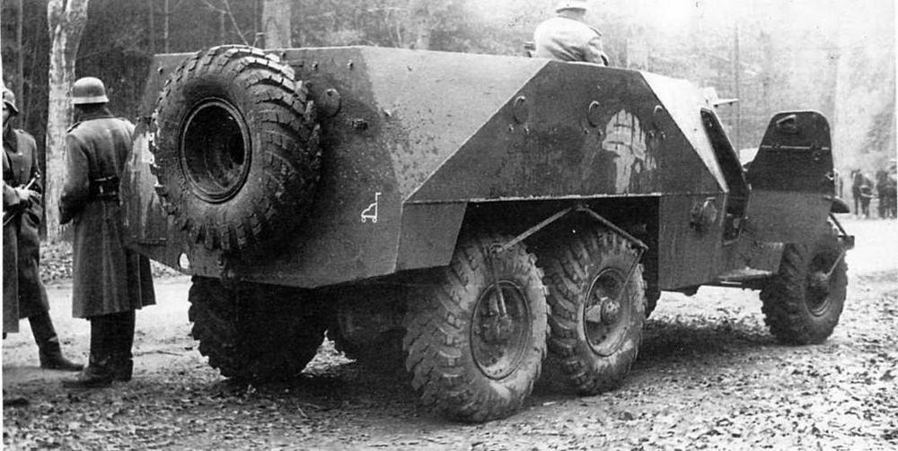 БТР-152В. На снимке хорошо просматривается наружная система подвода воздуха к шинам