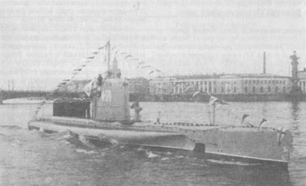 Подводный <a href='https://arsenal-info.ru/b/book/4159353989/47' target='_self'>минный заградитель</a> М-171 на Неве