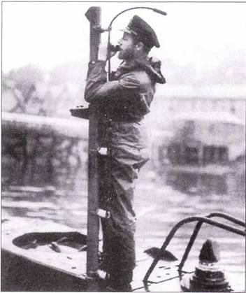Офицер на палубе лодки «тип X».