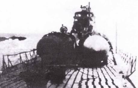 Управляемые торпеды па палубе подводной лодки И-370.