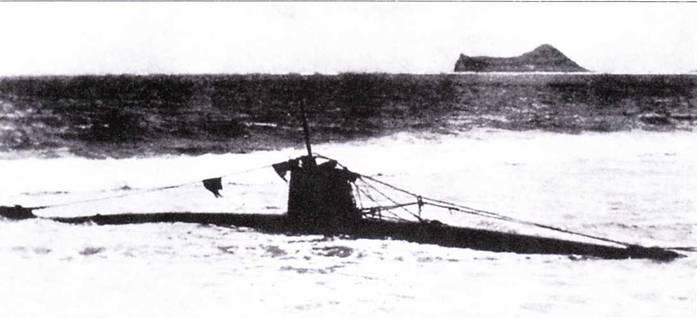 Еще один снимок лодки лейтенанта Сакамаки на пляже в заливе Вайманало.