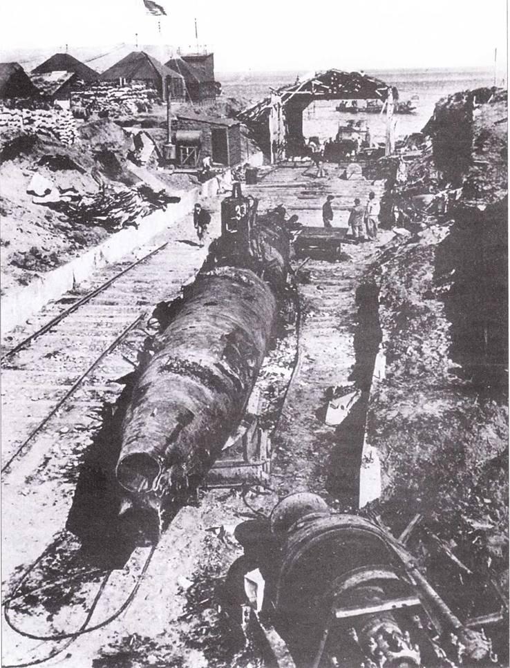 Одна из нескольких поврежденных при бомбардировке побережья японских сверхмилых подводных лодок, захваченных американцами на острое Кыска, август 1943г.