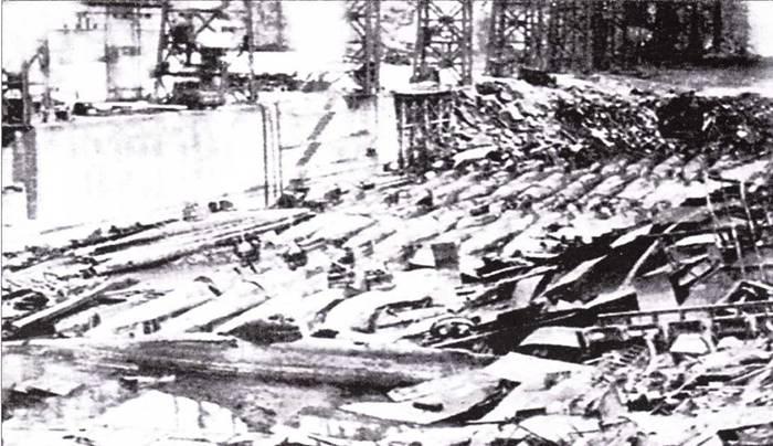 Японские сверхмалые подводные лодки после бомбардировки верфи в Нагасаки.
