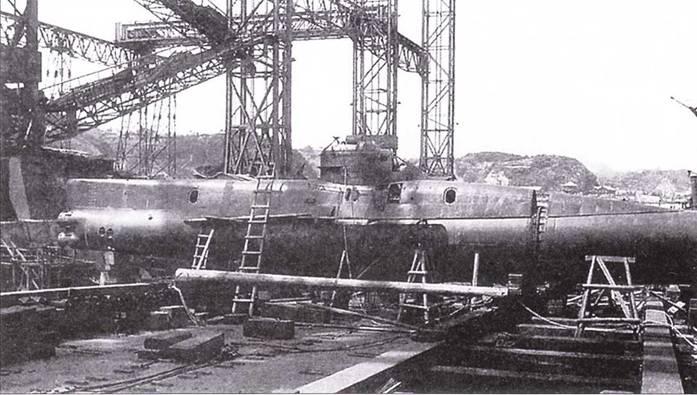Незавершенная японская сверхмалая подводная лодка тип Корю (D, Тей-Гата), Йокосука, август 1945 года.