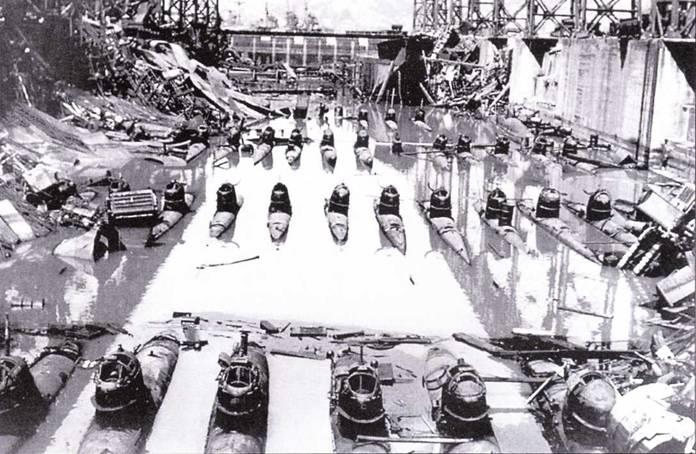 Японские сверхмалые подводные лодки тип D в доке.