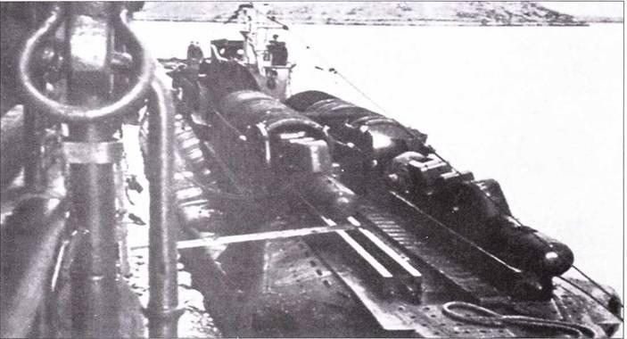 Британский подводная лодка Thunderbolt с контейнерами для управляемых торпед.