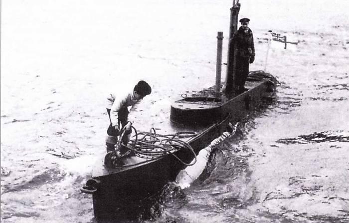 Британская сверхмалая подводная лодка ХТ-1, использовавшаяся для подготовки экипажей. Холи-Лох, февраль 1944 года.