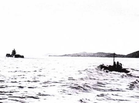 HMS Thrasher во время совместных маневров с АГ-5 на озере Лох-Кернбоун, сентябрь / 943г.