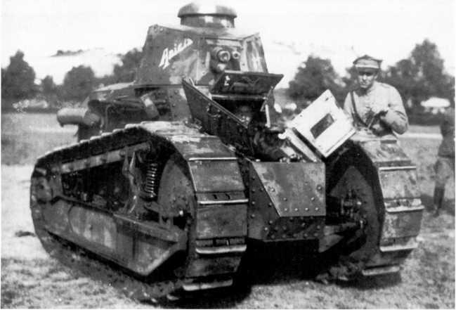 Танк «Рено» FT из состава 1-го танкового полка польской армии. Фото сделано после окончания советско-польской войны 1920 года. Машина имеет собственное имя Anicia, которое скорее всего осталось еще со времени французской службы (ЯМ).