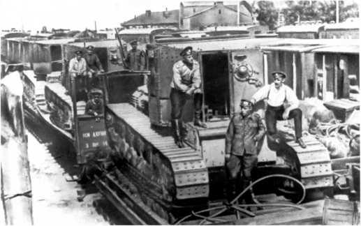 Танки МК-А «Уиппет» предположительно из состава 4-го танкового отряда ВСЮР по пути на фронт. Лето 1919 года (РГАКФД).