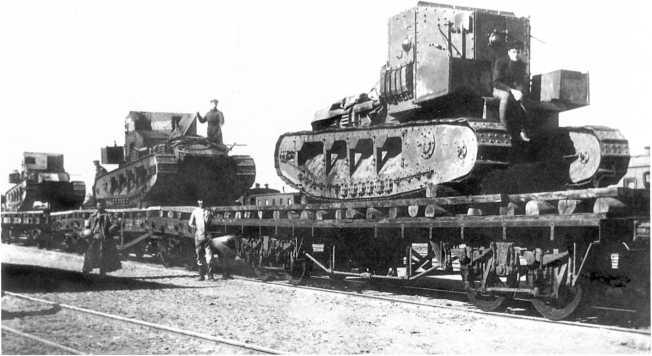 Трофейные танки МК-А «Уиппет», захваченные частями Кавказского фронта красных. Весна 1920 года. Крайний справа танк имеет бортовой номер А 323, а средний — название «Генерал Корнилов». Возможно, машины входили в состав 3-го танкового отряда танков ВСЮР (АСКМ).