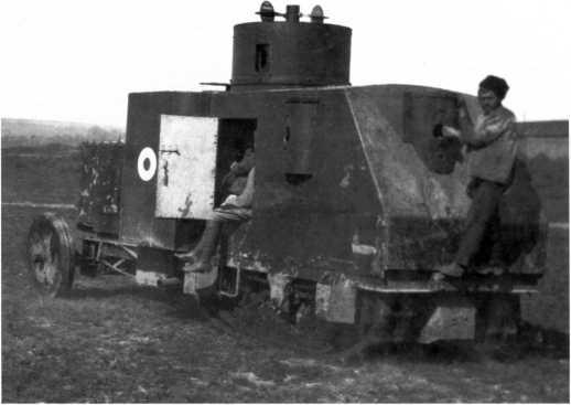 Тот же бронетрактор, что и на предыдущем фото, вид сзади слева. Хорошо видны пулеметные установки в борту и корме корпуса. Было изготовлено две таких машины, названных «Доблестный лабинец» и «Генерал Улагай» (РГАКФД).