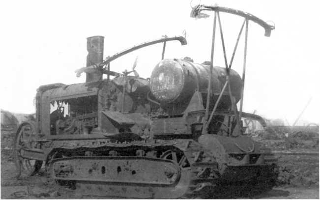Трофейный трактор «Клейтон», тент-крыша отсутствует. 1920 год. Именно такой использовался белыми для бронировки машины, изображенной на предыдущем фото (АСКМ).