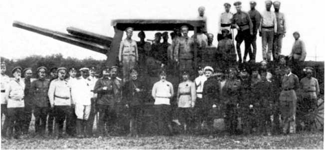 Трактор «Буллок-Ломбард» с установленной на нем 127-мм (60-фунтовой) английской пушкой Mk.I. 1919 год. В отличие от тракторов, изображенных на предыдущем фото, орудие имеет защиту только с передней части (ЯМ).