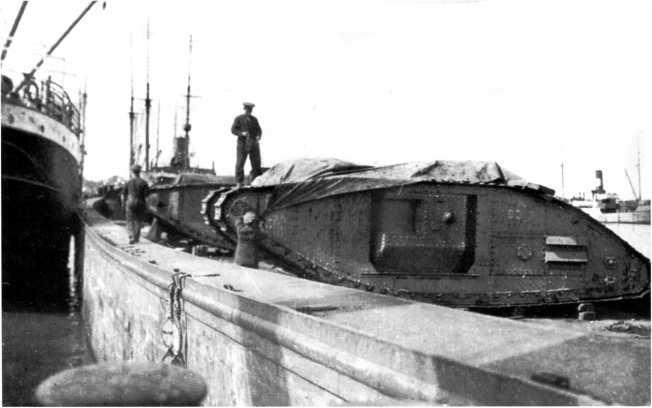 Английские танки МК-V в Ревельском порту. Август 1919 года (фото из коллекции Я. Магнуского).