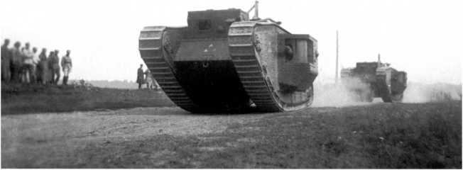 MK-V «Рикардо» проходят маршем после окончания учений. Белорусский военный округ, 1929 год. Хорошо видно тактическое обозначение на лобовом листе корпуса (АСКМ).