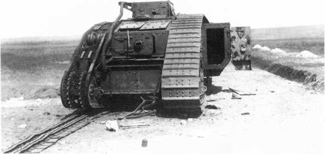 Неисправные трофейные танки времен гражданской войны использовались на различных полигонах в качестве мишеней. На фото MK-V и МК-А «Уиппет», которые подверглись бомбардировке в ходе опытно-тактического учения ВВС РККА под Воронежем в 1931 году. В трех метрах от MK-V разорвалась 82-кг бомба (АСКМ).