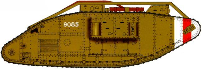 Танк MK-V №9085 Северной Армии. Архангельск, сентябрь 1919 года.Машина в стандартной британской окраске с бело-красными полосами на передней части борта.