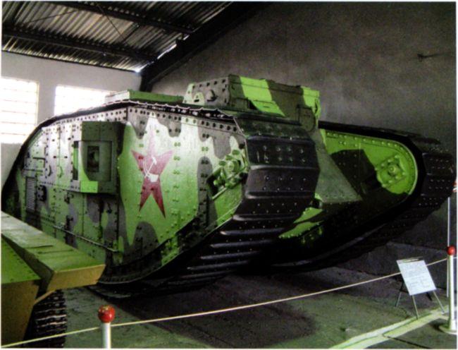 Танк MK-V в экспозиции военно-исторического музея бронетанкового вооружения и техники в поселкеКубинка Московской области(фото автора).