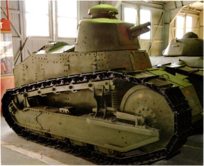 Танк «Рено» FT-17 в экспозиции военно исторического музея бронетанкового вооружения и техники в поселкеКубинка Московской области(фото автора).