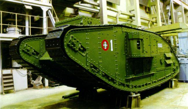 Архангельский танк MK-V во время реставрации. Осень 2007 года. В настоящее время машина установлена в центре Архангельска. Это единственный сохранившийся в мире MK-V в варианте «самка» (фото И. Гостева).