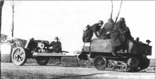 Гусеничный тягач Vickers-Carden-Loyd Utility буксирует 50-мм противотанковую пушку Рак 38