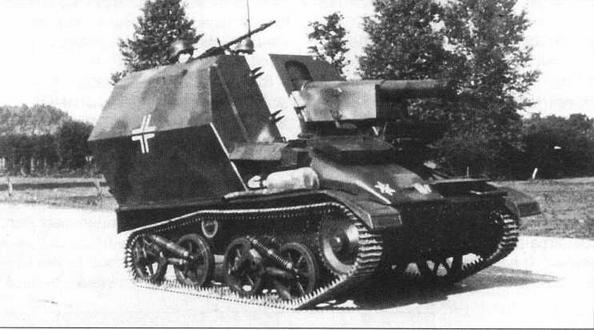 105-мм самоходная гаубица leFH 16 на шасси трофейного английского легкого танка Vickers Mk VI