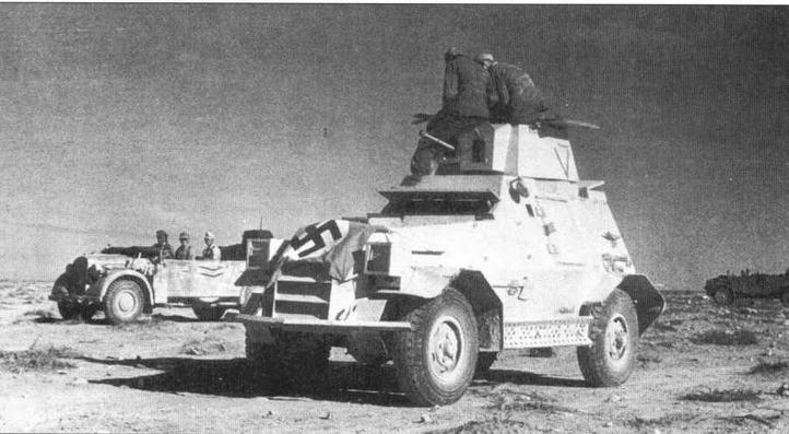Трофей Вермахта — южно-африканский бронеавтомобиль Marmon- Herrington Mk III. На капоте машины растянут так называемый Fliegersichttuch — «полотнище для опознавания авиацией»