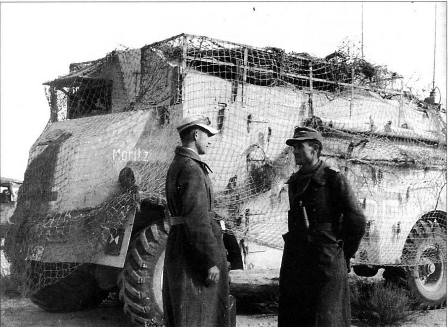 Бронированный английский штабной автобус АЕС Dorchester, использовавшийся по прямому назначению штабом командующего германским Африканским корпусом генерала Э.Роммеля. 1942 год