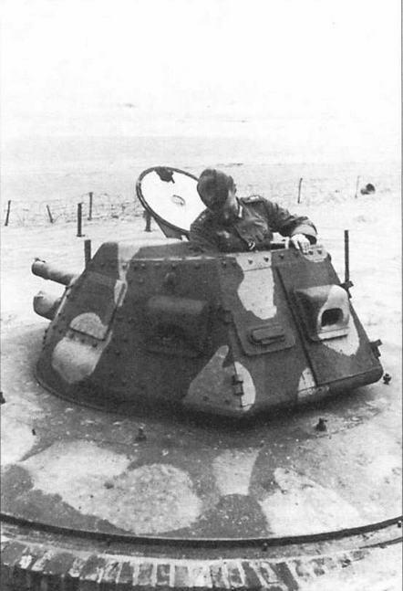 Несколько башен, демонтированных немцами с трофейных танков ACG, использовались в качестве огневых точек на фортификационных сооружениях Атлантического вала