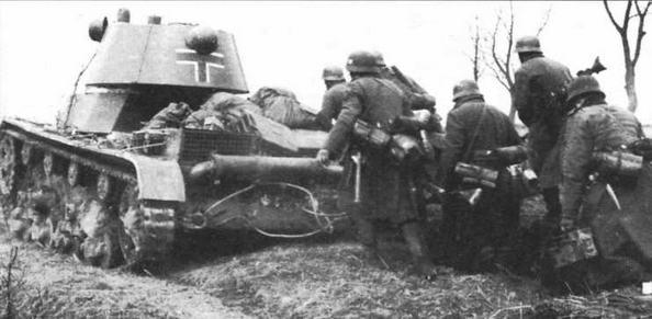 Трофейный советский танк Т-26 обр.1939 г., используемый для отработки учебно-боевых задач по взаимодействию с пехотой, в одной из частей Вермахта
