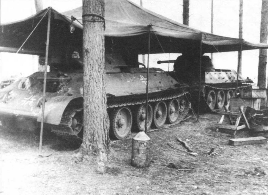 Танки Т-34 из состава 3-й танковой дивизии СС «Мертвая голова». 1942 год