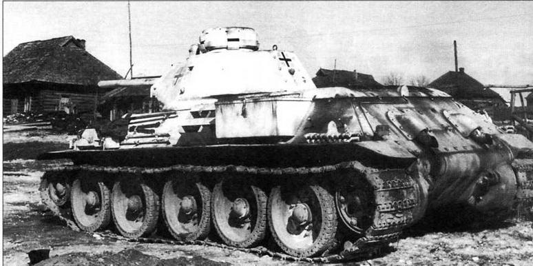 Вместо большого люка на крыше башни этого танка Т-34 установлена командирская башенка, заимствованная у танка Pz.HI