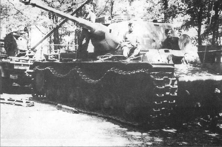 Монтаж 75-мм танковой пушки KwK 40 с длиной ствола в 43 калибра в башню трофейного советского танка КВ-1. 22-я танковая дивизия Вермахта, 1943 год