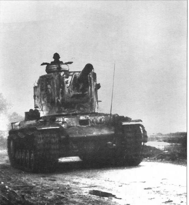 «Монстр Сталина» — тяжелый танк КВ-2 в строю Панцерваффе! Боевые машины этого типа использовались немцами в количестве нескольких экземпляров, тем не менее, судя по фото, как минимум одна из них была оборудована немецкой командирской башенкой