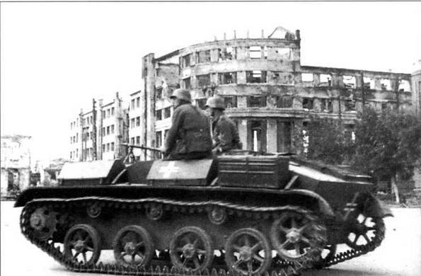 Этот, лишенный башни, трофейный Т-60 используется как легкий бронетранспортер, вооруженный пехотным пулеметом MG34. Воронеж, лето 1942 года
