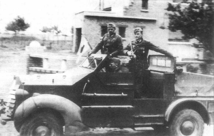 Трофейный тягач Ford/Marmon-Herrington — машина командира 1-го батальона 11-го пехотного полка 14-й пехотной дивизии Вермахта. Верхняя часть дверцы водителя и вся дверца заднего пассажира откинуты
