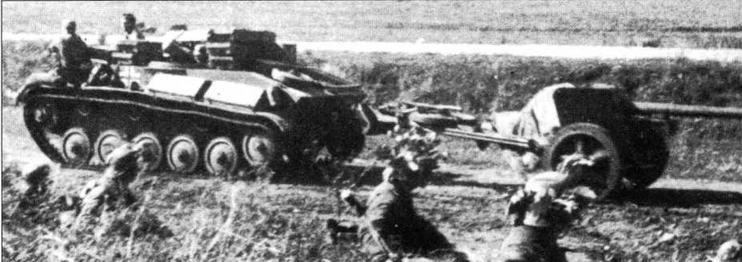 Переделанный в тягач легкий танк Т-70 буксирует 75-мм противотанковую пушку Рак 40
